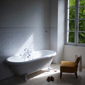 Badkamer Chambre Blanche bad en stoel